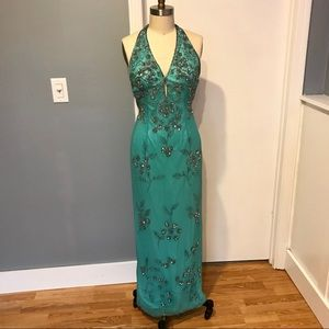 Mes Ami. Size 4. Formal/Prom dress.